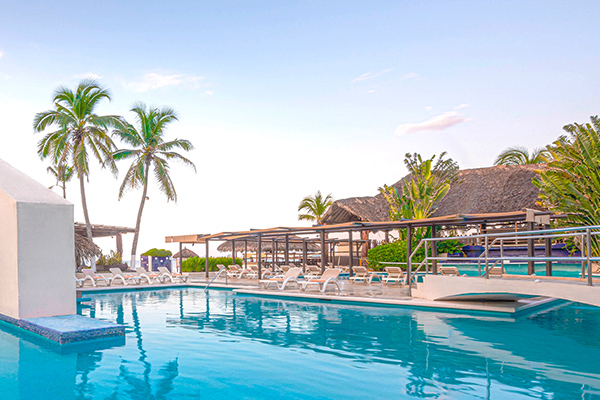 Hello Fall with 47% off + Kids 2x1 Park Royal Hotels & Resorts