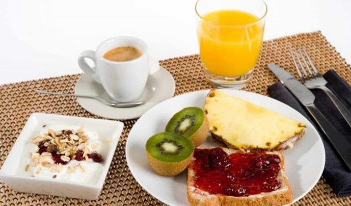Disfruta nuestro bufet de desayunos sin coste!