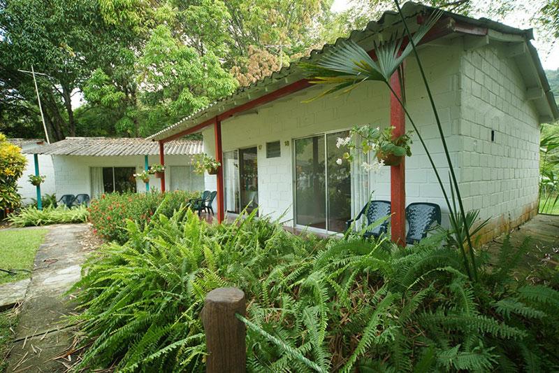 Aventura 6 noches 7 días Habitación estándar con aire  Hotel Los Colores